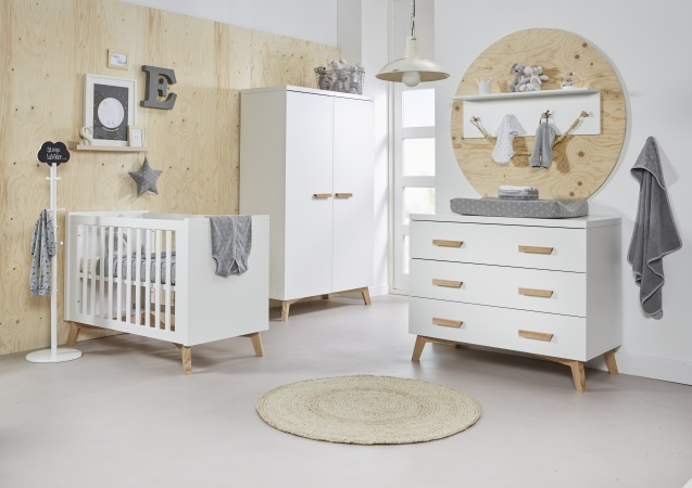 Ledikant 70 x 140 Incl. Juniorzijden - Commode - Hanglegkast Mika
